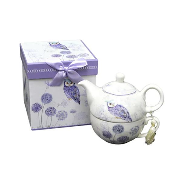 Va propunem o calatorie in lumea ceaiului cu acest set inedit de ceai Fabricat din portelan de inalta calitate setul contine un ceainic cu capac si o ceasca iar designul delicat de pe acesta va aduce cu siguranta un strop de buna dispozitie in casa dumneavoastra Ceasca are o capacitate de 300 de ml iar ceainicul 500 ml astfel incat va puteti bucura de momentele la ceai un timp indelungatBufnita a fost considerata inca din antichitate un simbol al intelepciunii intelectuale si