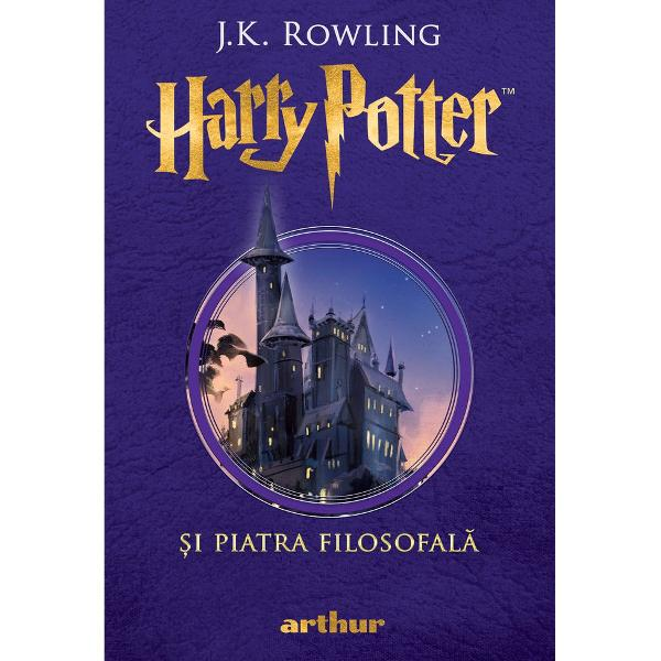 """Hogwarts va fi mereu aici s&259;-&355;i ureze bun-venit""""JK Rowling""""C&259;r&355;ile Harry Potter au o calitate rar întâlnit&259; sunt adorate de p&259;rin&355;i &351;i de copii deopotriv&259;""""Daily Telegraph""""Aventurile lui Harry Potter sunt la fel de amuzante ca pove&351;tile lui Roald Dahl &351;i la fel de pline de via&355;&259; ca volumele seriei"""