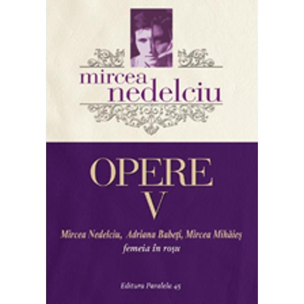 """Seria Operelor complete ale lui Mircea Nedelciu continu&259; cu Femeia în ro&351;u spectaculosul roman scris în trio împreun&259; cu Adriana Babe&355;i &351;i Mircea Mih&259;ie&351; considerat de critic&259; o capodoper&259; a postmodernismului românesc Pornind de la un """"fapt divers"""" din categoria """"senza&355;ionalului"""" &351;i anume de la"""