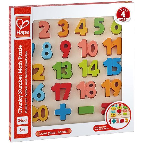 Unu doi trei Numararea este foarte distractiva Dar puteti numara pana la 20 Acest puzzle colorat ofera copiilor prima lor introducere in lumea numerelor si include simboluri matematice pentru cursantii mai avansati Goliti piesele puzzle-ului si apoi puneti-le inapoi in puzzle in ordinea corecta Excelent pentru invatarea numerelor si abilitatile motorii Luati piesele puzzle-ului si puneti-le pe o suprafata dura pentru joc independent Copiii mai in varsta pot folosi simbolurile