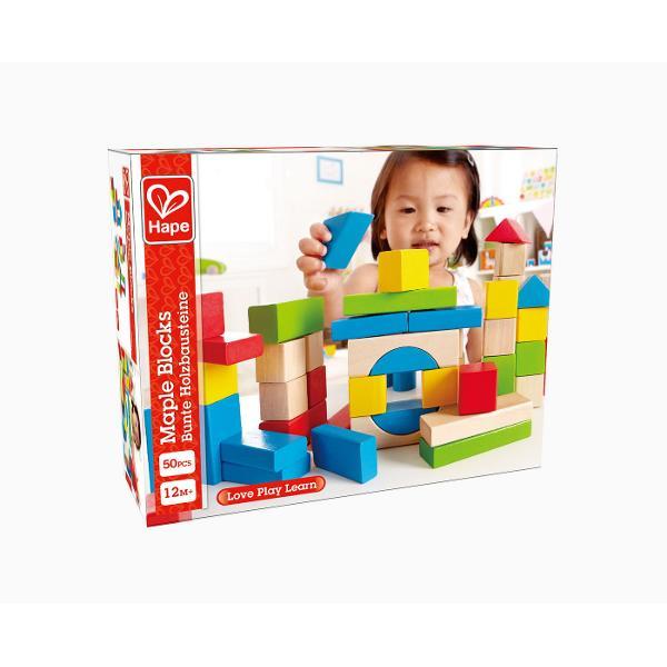 Cele 50 de blocuri colorate din lemn ofera un cadru de joaca ideal pentru orice copil cu varsta peste 12 luni Jocul clasic si de neinlocuit al stivuirii piese robuste si colorate ce vor inspira ore intregi de satisfactie Explorati modul in care diferite forme pot face turnuri mai inalte sau mai late Ajuta la dezvoltarea echilibrului si a abilitatilor de construire Stimuleaza recunoasterea formelor si a culorilor Incurajati copiii sa gaseasca solutii la probleme Stimuleaza miscarea si