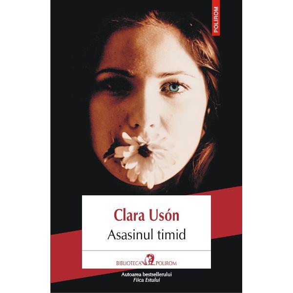 Autoarea bestselleruluiFiica EstuluiTraducere din limba spaniol&259; &351;i note de Mariana Sipo&351;Asasinul timideste un roman care evoc&259; perioada tranzi&355;iei spaniole de la dictatur&259; la democra&355;ie pornind de la episodul întunecat al mor&355;ii Sandrei Mozarovski o actri&355;&259; din epoca filmelor eliberate de cenzura franchist&259; Fiica unui diplomat rus sc&259;pat din lag&259;rul