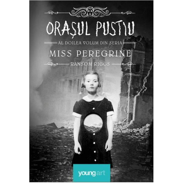 3 septembrie 1940 este ziua în care zece copii deosebi&355;i încearc&259; s&259; se salveze de o armat&259; de mon&351;tri Miss Peregrine este singura care îi poate ajuta dar ea este captiv&259; în corpul unei p&259;s&259;ri Extraordinara aventur&259; început&259; în volumul anterior din seria Miss Peregrine continu&259; într-o c&259;l&259;torie plin&259; de neprev&259;zut pentru Jacob Portman &351;i noii s&259;i prieteni