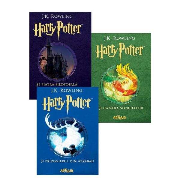 """""""Hogwarts va fi mereu aici s&259;-&355;i ureze bun-venit"""" JK Rowling""""C&259;r&355;ile Harry Potter au o calitate rar întâlnit&259; sunt adorate de p&259;rin&355;i &351;i de copii deopotriv&259;""""Daily Telegraph""""Aventurile lui Harry Potter sunt la fel de amuzante ca pove&351;tile lui Roald Dahl &351;i la fel de pline de via&355;&259; ca volumele"""