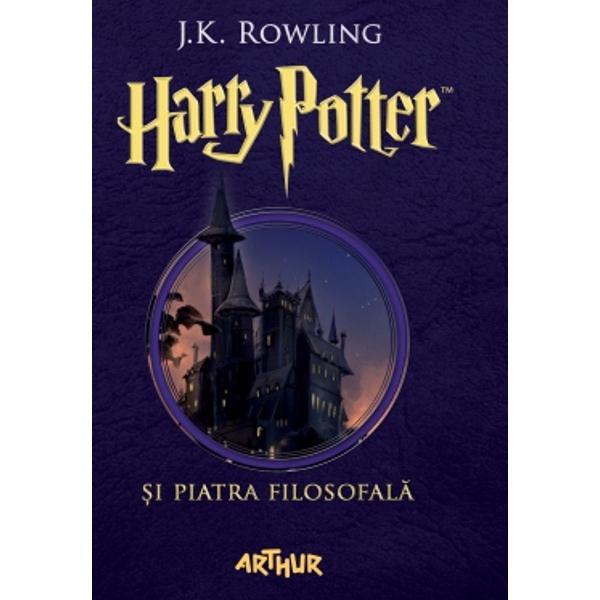 """""""Hogwarts va fi mereu aici s&259;-&355;i ureze bun-venit""""JK Rowling""""C&259;r&355;ile Harry Potter au o calitate rar întâlnit&259; sunt adorate de p&259;rin&355;i &351;i de copii deopotriv&259;""""Daily Telegraph""""Aventurile lui Harry Potter sunt la fel de amuzante ca pove&351;tile lui Roald Dahl &351;i la fel de pline de via&355;&259; ca volumele seriei Narnia""""Daily Mail""""JK"""