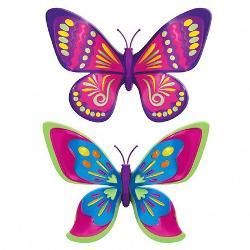 Fluturasul magice cel mai distractiv accesoriu pentru fetite El poate fi purtat in par ca o agrafa speciala poate fi prins pe haine pe ghiozdan sau chiar pe perechea preferata de pantofi Aripioarele lui care se misca fara oprire vor atrage toate privirile oriunde ar fi prins fluturasul Setul contine 2 fluturi Blossom si Dotted Delight Dotted Delight e asa cum ii spune numele incantator aripile rotunjite galbene cu margini mov sunt decorate cu bulinute si