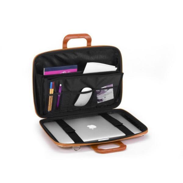 Geanta lux business laptop 13 in Cocco Bombata-Negru este o geanta de marime medie ideala pentru o tableta sau un laptop de 13 Conceptul acestei genti este realizat integral in Italia iar geanta este fabricata din piele ecologica de inalta calitate neagra cu textura de piele de crocodilGeanta Bombata are un design incantator elegant si foarte practic Interiorul spatios este prevazut cu un compartiment tip armonica cu 3 buzunare unul dintre ele fiind accesorizat cu un