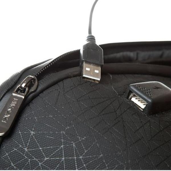 Rucsac pentru laptop cu un compartiment principal inchis cu ajutorul unui fermoar rezistent la apa Compartimentul este prevazut cu un buzunar pentru laptop si un buzunar pentru tableta securizate cu banzi elasticeRucsacul este dotat cu un port USB cu cablu pentru incarcarea telefonului necesita baterie externa - nu este inclusa In interior gasim un buzunar central din panza pentru separarea diverselor accesoriiRucsacul este prevazut cu un buzunar
