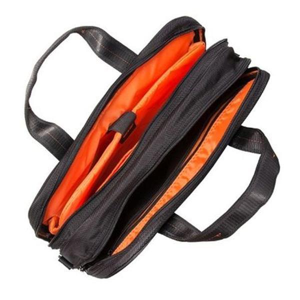 Geanta laptop Lamonza 41 cm negruportocaliu La exterior geanta are un buzunar frontal incapator inchis cu fermoar care la interior este dotat cu organizerSpecificatiiGeanta pentru laptop cu doua compartimente principale inchise cu fermoar;Un compartiment este destinat depozitarii laptopului sau tabletei avand un buzunar special  buretat securizat cu banda velcro;Al doilea compartiment poate fi folosit pentru depozitare