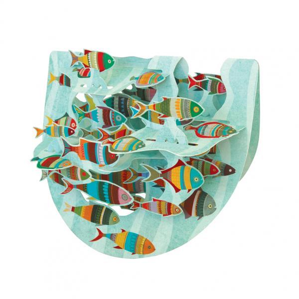 Felicitare 3D PopnRock Fish- Banc de pestiSurprinde-ti prietenii cu un cadou vesel si interactiv Felicitarea 3D PopnRock – Banc de pesti este o felicitare 3D cu elemente mobile care fascineaza privitorii prin miscarea in balans si interactiunea elementelor Pestisorii colorati viu se vor anima cu simpla a mainii tale si te vor incanta cu agitatia lor multicolora Foloseste campul special de pe spatele