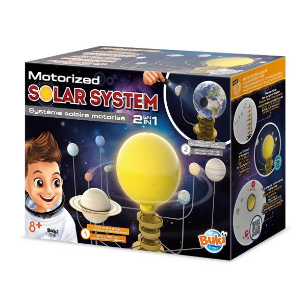Descoperiti sistemul solar si cele 8 planete ale sale care se rotesc in functie de ciclurile orbitei reale pe o perioada de 35 de minute Soarele din centru lumineaza ca o lampa de vegheConvertiti modelul pentru a prezenta Pamantul si Luna si reproduceti eclipsele cuajutorul lanternei incluseNecesita 5 baterii LR03AAA neincluseBrosura colorata si ilustrataVarsta recomandata 8Dimensiuniel cutiei 33 x 15 x 26 cm