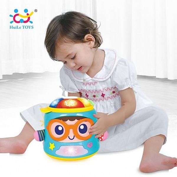 Jucaria interactiva cu lumini si sunete de la Hola Toyso sa ii distreze pe cei mici Ea are un design super colorat cu materiale diferite dispune de muzica si efecte sonore ceajuta la imbunatatirea simtului de observare tactil si de auz al copiluluiEa se misca si se roteste incurajand copilul sa se joace stimulanddezvoltarea capacitatilor mortice Designul special si efectele sonore si luminoaseajuta