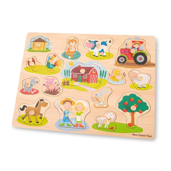 Descoperiti ferma si intalniti animalele care traiesc acolo cu ajutorul acestui puzzle din lemn de la New Classic Toys Printre imagini veti gasi un hambar cu fan o pisica o vaca un tractor un pui un cocos o ferma o rata o oaie un caine un porc un cal un iepure o capra un pom cu mere si fermierii Imaginile de sub piesele puzzle-ului fac rezolvarea puzzle-ului usoara si distractiva Toate piesele au un maner fixat facilitand ridicarea fiecarei piese si plasarea ei in locul