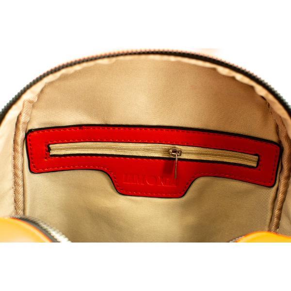 Rucsacul de dama confectionat din PU este prevazut cu un compartiment principal inchis cu fermoarIn interior gasim un buzunar inchis cu fermoar si doua buzunare deschiseLa exterior rucsacul are un buzunar inchis cu fermoar localizat in partea din spateCurelele de umar sunt ajustabileRucsacul are un maner in partea superioaraDimensiune 25x27x12 cm
