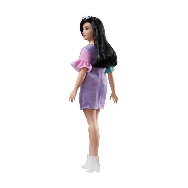 Fashionistas este una dintre celebrele colectii Barbie oferind o gama larga de papusi cu diferite stiluri si accesorii introducand conceptul de diversitate si acceptare in randul fetelor Papusa are propriul stil inspirat de ultimele tendinte ale modei si vine impreuna tinute incaltaminte si accesorii chicVarsta recomandata 3 ani
